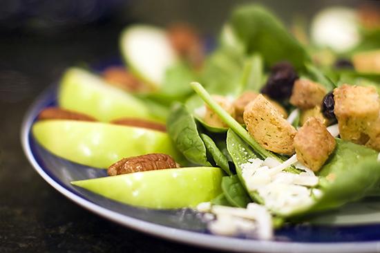 Cenas frescas y ligeras verano ensalada_espinacas_manzana