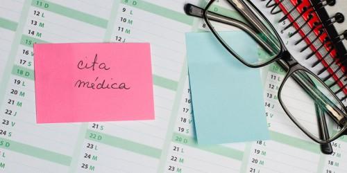 Post it cita médica calendario vista desde arriba